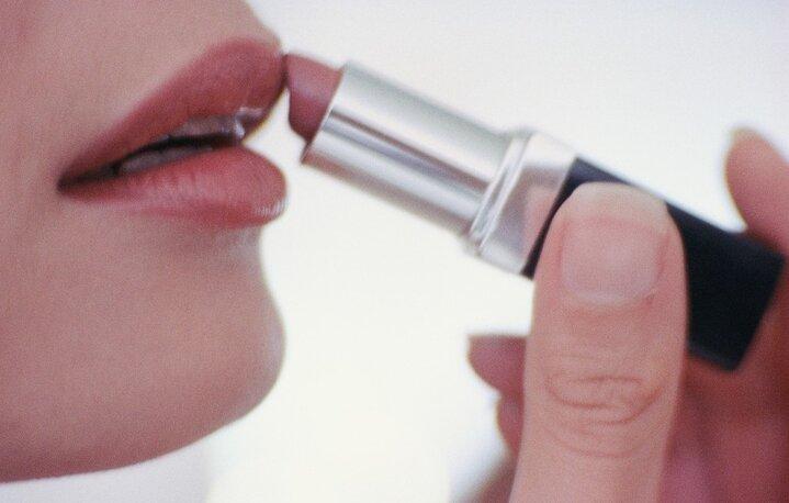 Как правильно красить губы?
